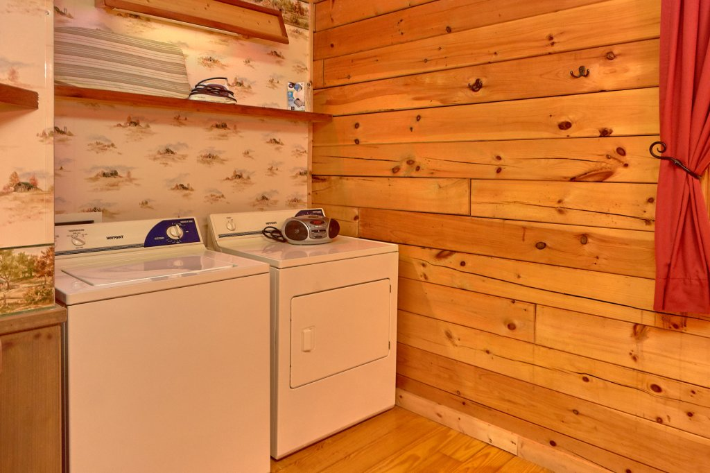Photo of a Pigeon Forge Cabin named Romantic Hideaway #126 - This is the thirteenth photo in the set.
