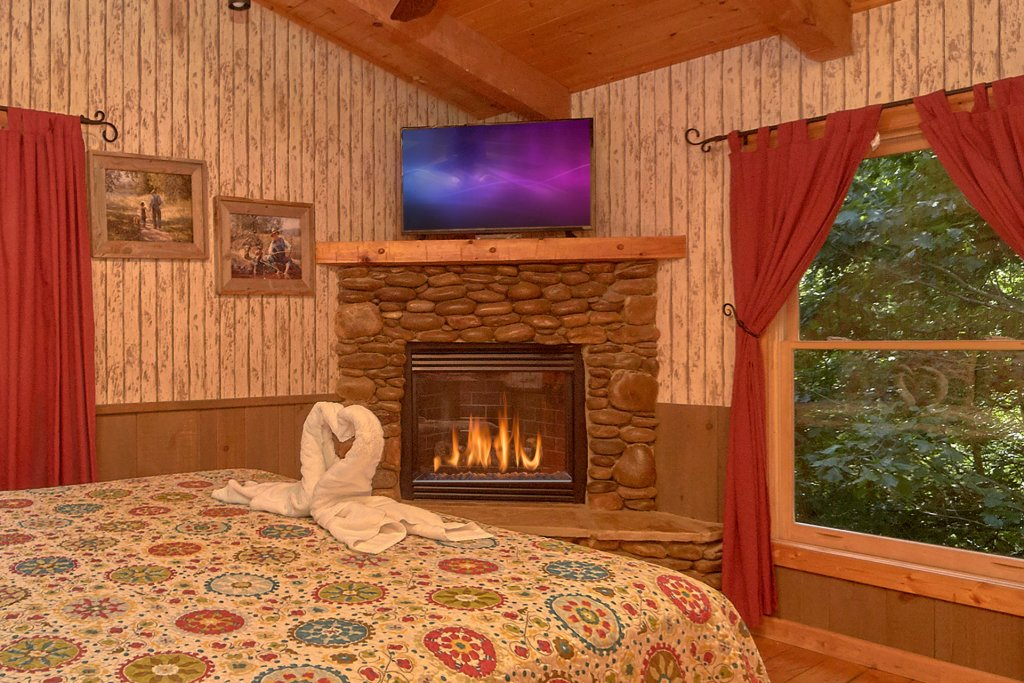 Photo of a Pigeon Forge Cabin named Romantic Hideaway #126 - This is the twenty-first photo in the set.