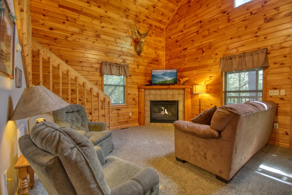 Photo of a Gatlinburg Cabin named Mountain Hideaway #338 - This is the third photo in the set.