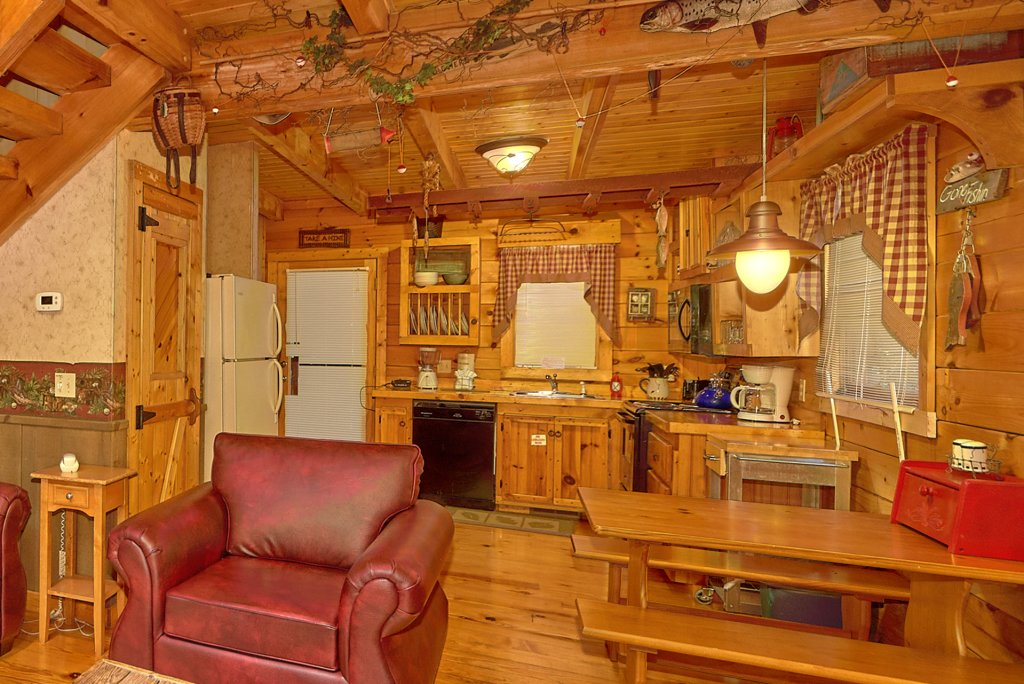 Photo of a Pigeon Forge Cabin named Romantic Hideaway #126 - This is the twenty-third photo in the set.