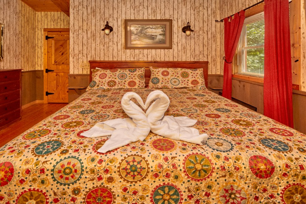 Photo of a Pigeon Forge Cabin named Romantic Hideaway #126 - This is the eighteenth photo in the set.