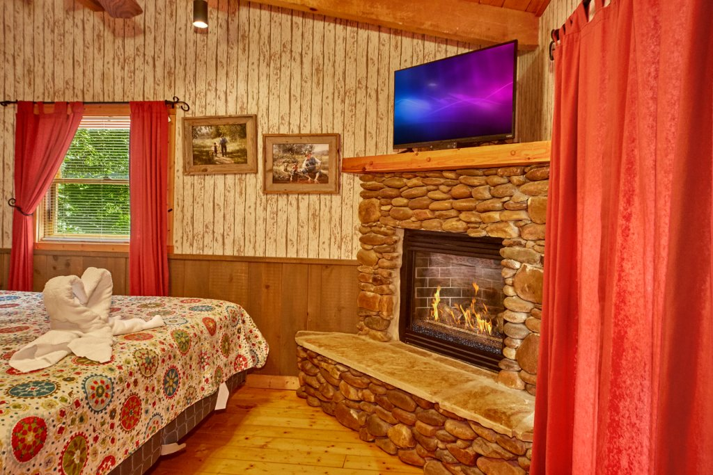 Photo of a Pigeon Forge Cabin named Romantic Hideaway #126 - This is the tenth photo in the set.