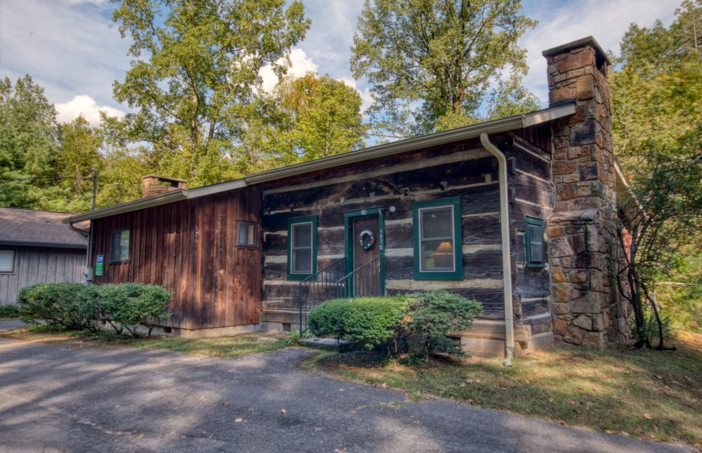 Photo of a Gatlinburg Cabin named Bear Cabin #462 - This is the first photo in the set.