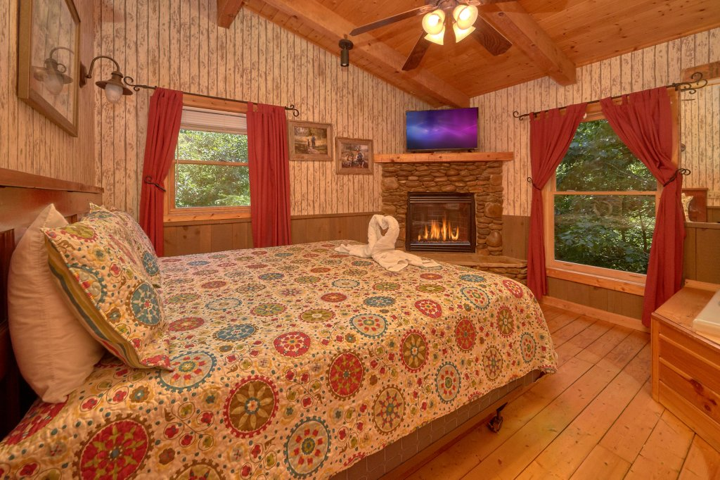 Photo of a Pigeon Forge Cabin named Romantic Hideaway #126 - This is the second photo in the set.