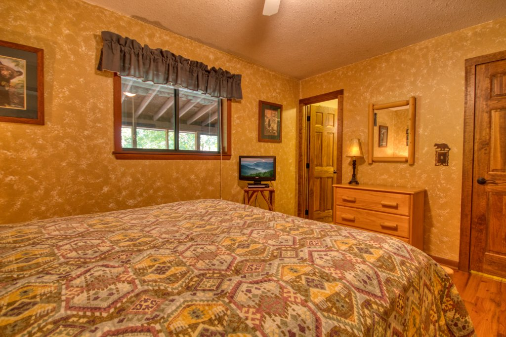 Photo of a Gatlinburg Cabin named Bear Cabin #462 - This is the fourteenth photo in the set.