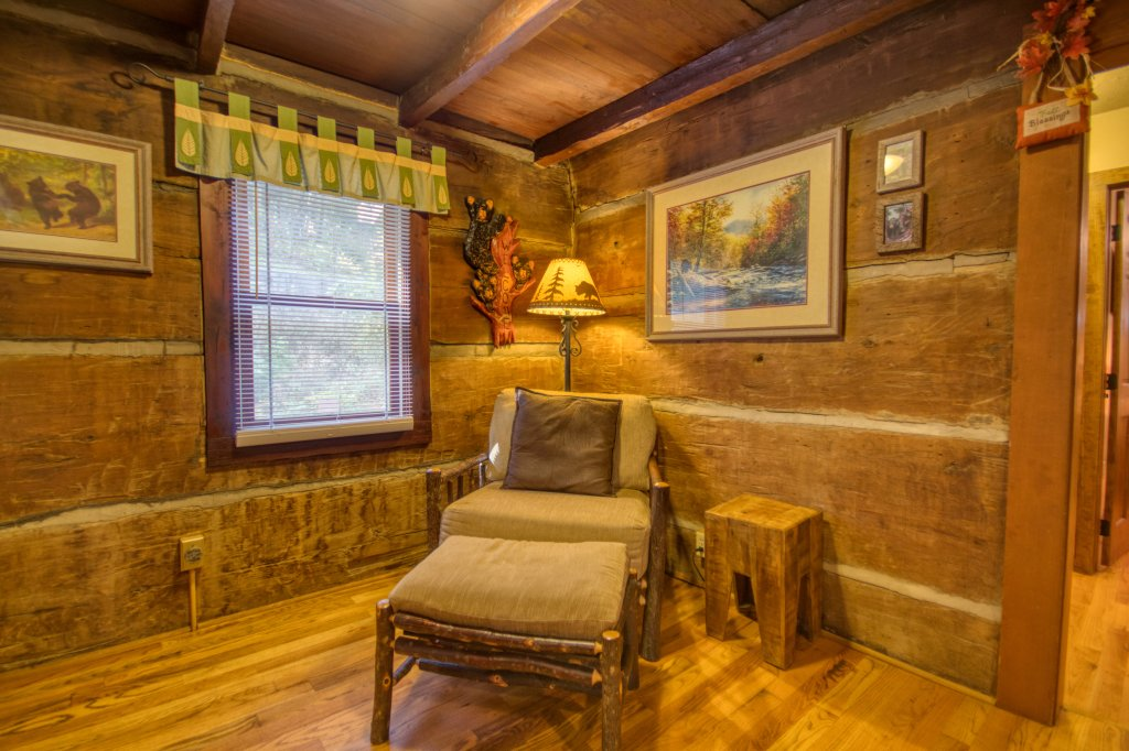 Photo of a Gatlinburg Cabin named Bear Cabin #462 - This is the fifth photo in the set.