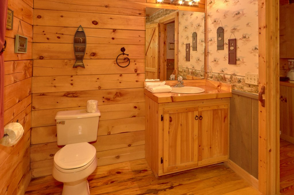 Photo of a Pigeon Forge Cabin named Romantic Hideaway #126 - This is the twenty-seventh photo in the set.