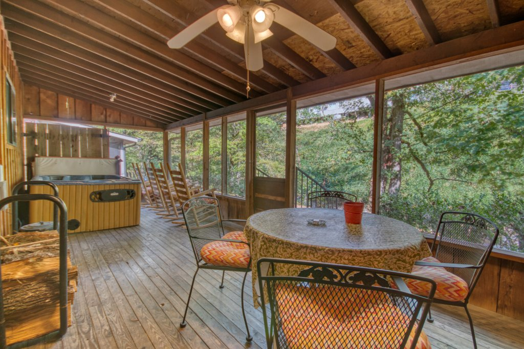 Photo of a Gatlinburg Cabin named Bear Cabin #462 - This is the sixteenth photo in the set.