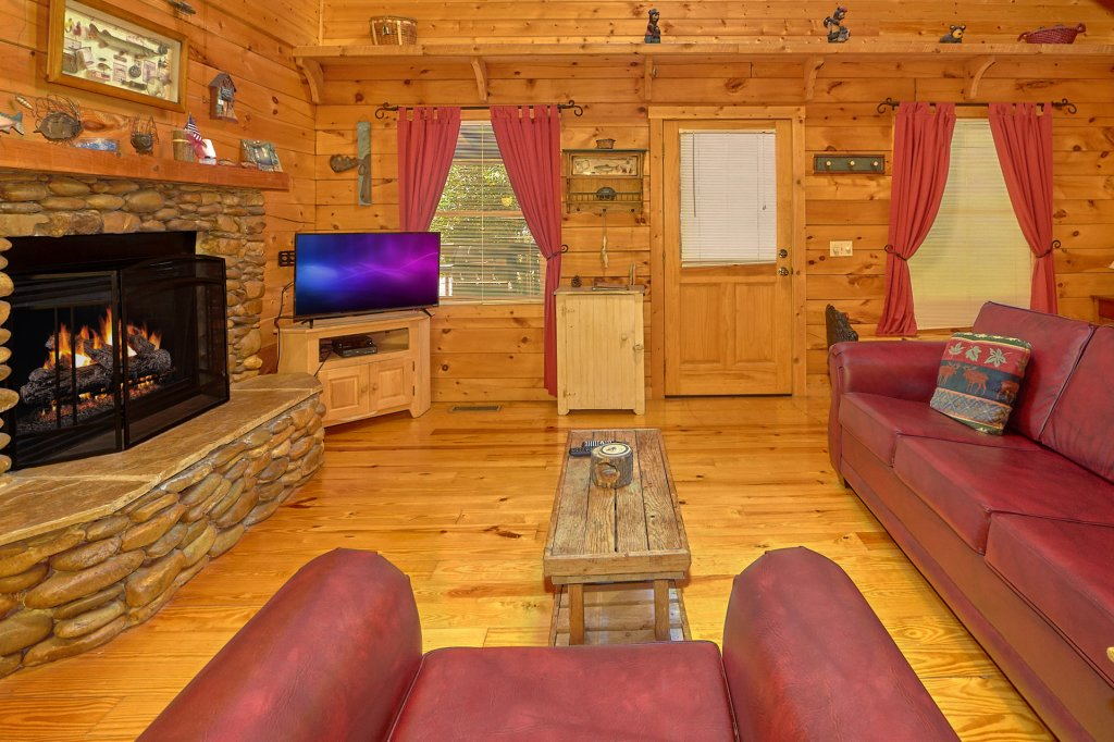 Photo of a Pigeon Forge Cabin named Romantic Hideaway #126 - This is the thirtieth photo in the set.