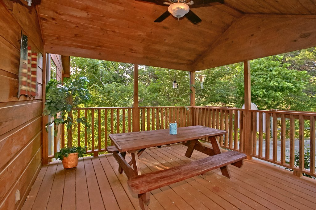 Photo of a Sevierville Cabin named Dream Maker #120 - This is the thirty-second photo in the set.
