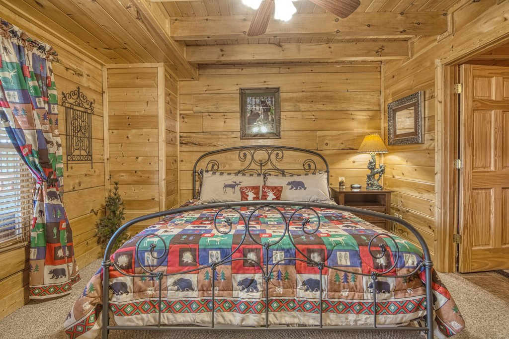 Photo of a Sevierville Cabin named Absolutely Wonderful #304 - This is the thirty-fifth photo in the set.
