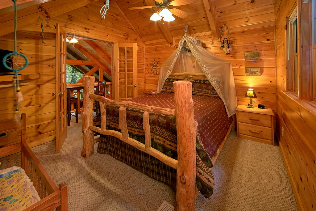 Photo of a Gatlinburg Cabin named Browns Bear Den #235 - This is the forty-second photo in the set.