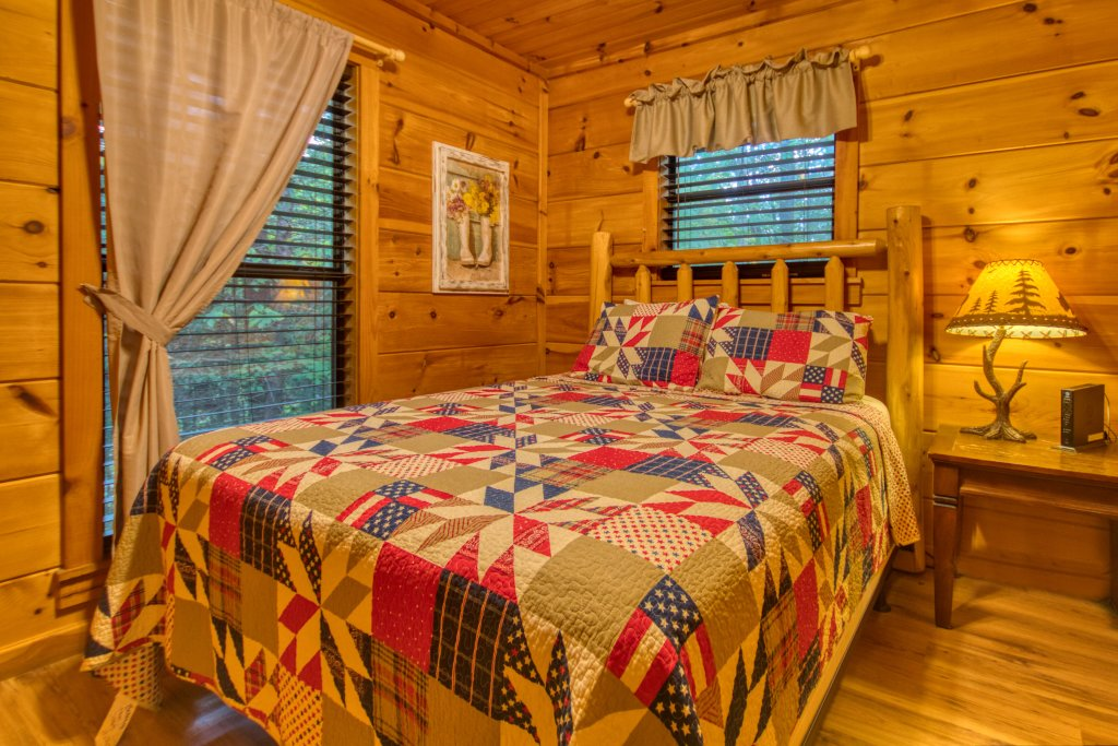 Photo of a Pigeon Forge Cabin named Beneath The Stars #220 - This is the twelfth photo in the set.