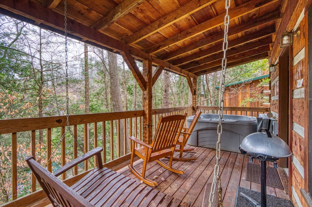 Photo of a Gatlinburg Cabin named Puppy Love #1619 - This is the eighteenth photo in the set.