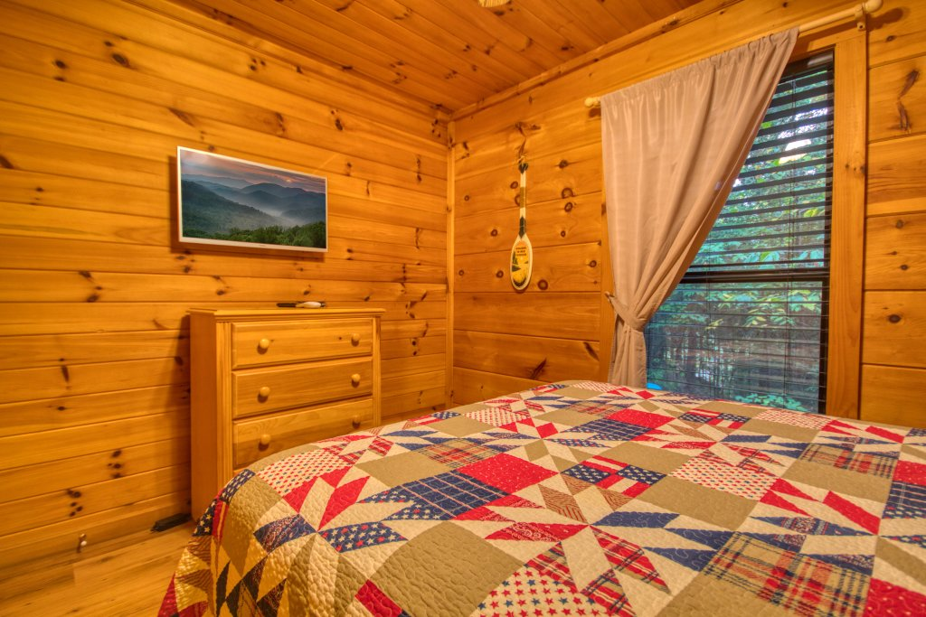Photo of a Pigeon Forge Cabin named Beneath The Stars #220 - This is the thirteenth photo in the set.