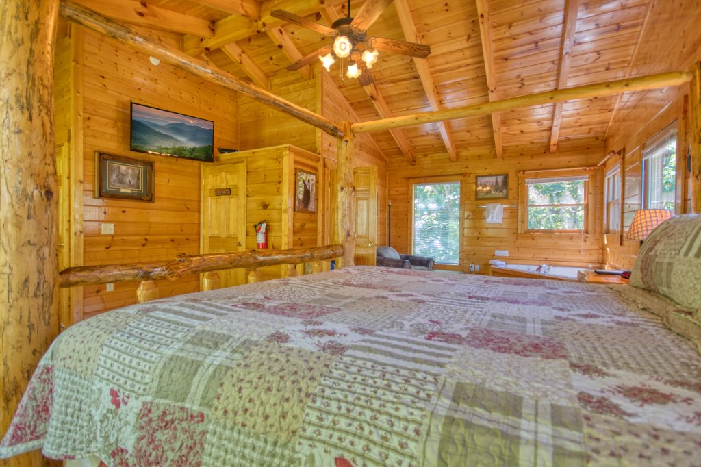 Photo of a Gatlinburg Cabin named Mountain Paradise #295 - This is the eighteenth photo in the set.