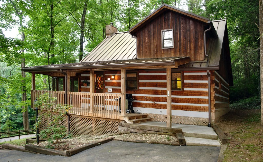 Photo of a Gatlinburg Cabin named Parkside Party #1676 - This is the first photo in the set.