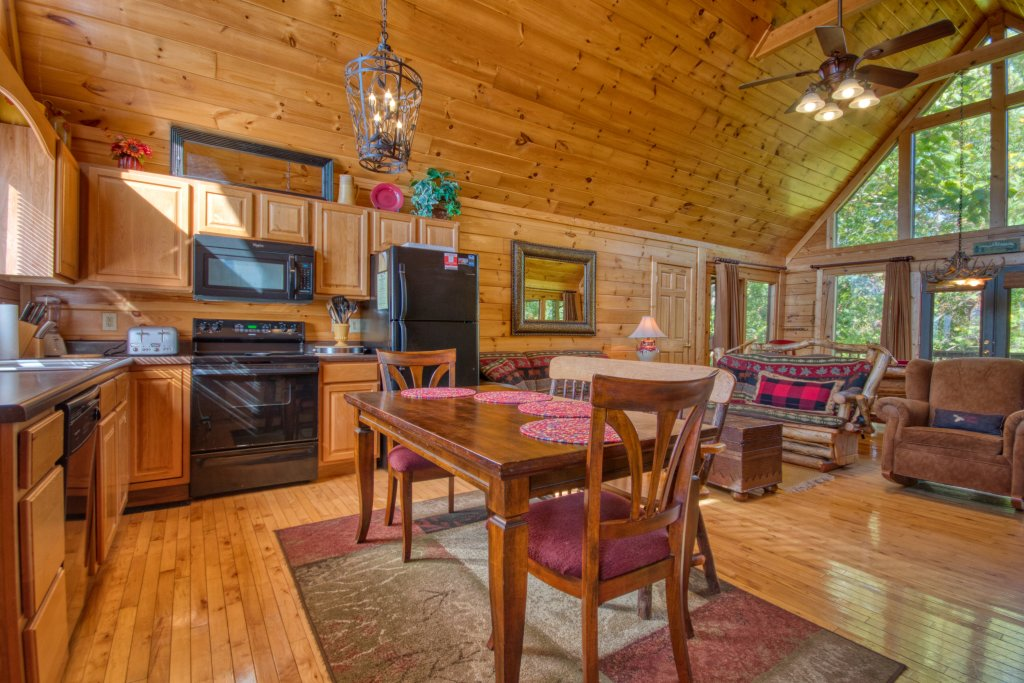 Photo of a Pigeon Forge Cabin named Buckhead #259 - This is the second photo in the set.