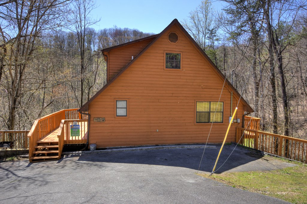 Photo of a Gatlinburg Cabin named Bear Run Getaway #1136 - This is the forty-eighth photo in the set.