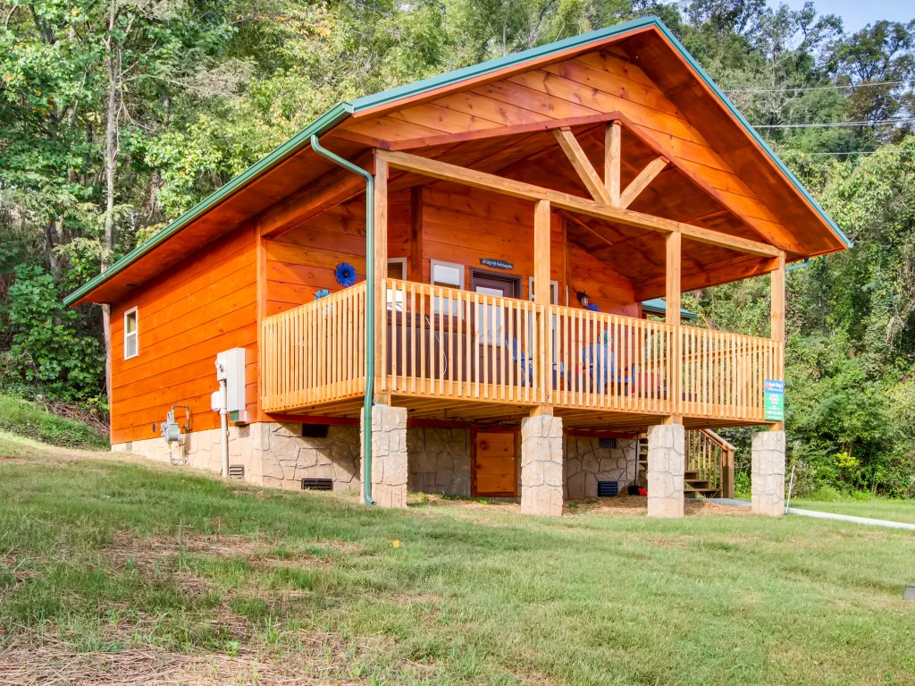 Photo of a Pigeon Forge Cabin named River Getaway #2326 - This is the first photo in the set.