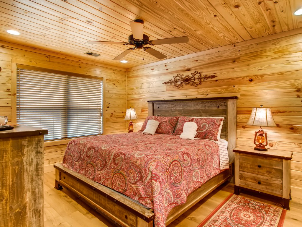 Photo of a Pigeon Forge Cabin named River Romance #2328 - This is the eighteenth photo in the set.