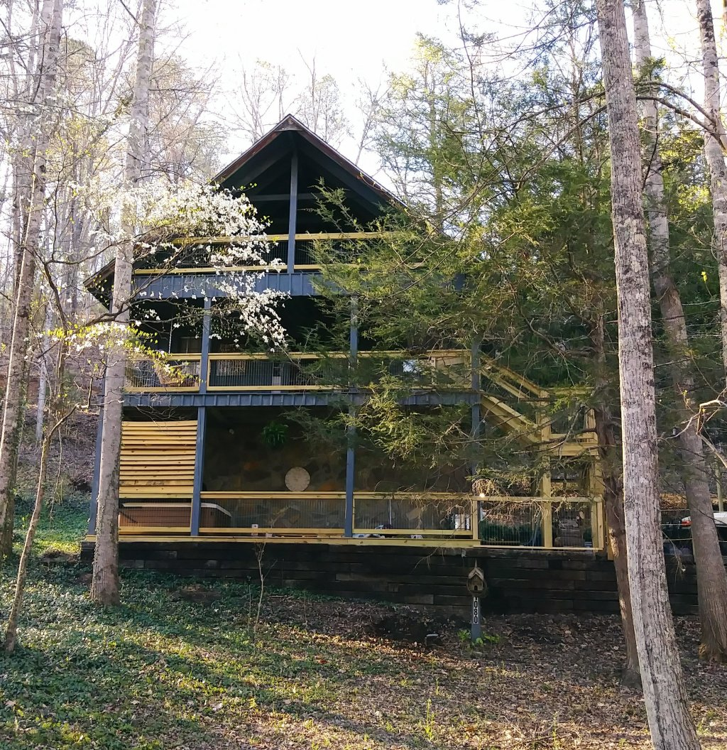 Photo of a Gatlinburg Cabin named Lake Vista Lodge - 248 - This is the twenty-third photo in the set.