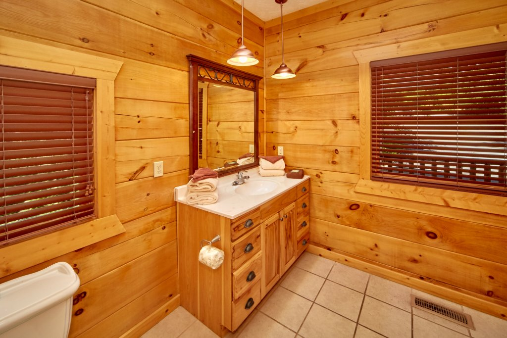Photo of a Gatlinburg Cabin named A Grand View Lodge #540 - This is the twenty-second photo in the set.
