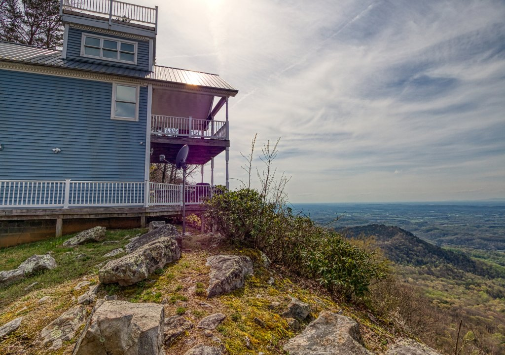 Photo of a Sevierville Cabin named Ruby's Cliffside #125 - This is the first photo in the set.
