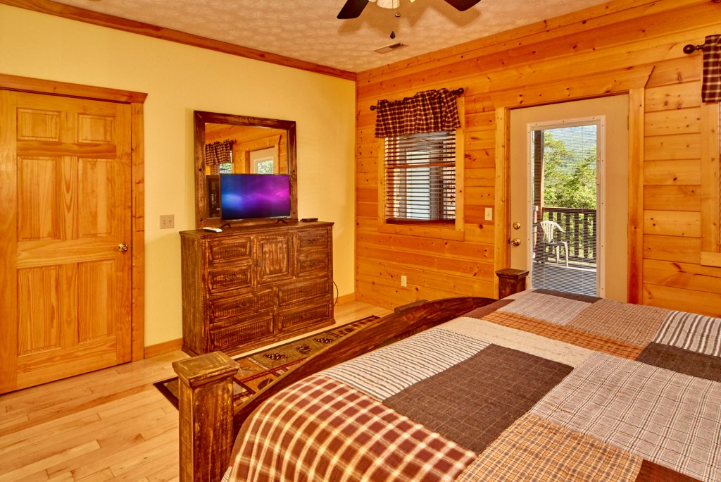 Photo of a Gatlinburg Cabin named A Grand View Lodge #540 - This is the thirty-fourth photo in the set.