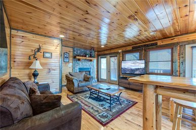 Celebration Lodge, 4 Bedrooms, Air Hockey, Pool Table, Hot Tub, Sleeps 18
