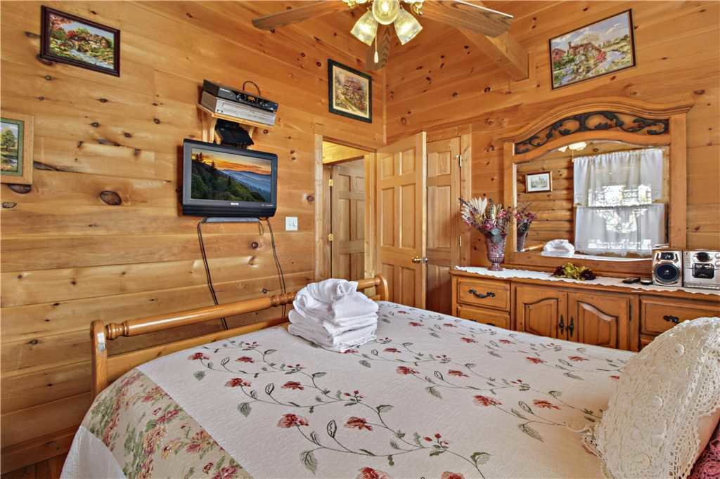 Photo of a Gatlinburg Cabin named Alpine Ski Lodge - This is the sixteenth photo in the set.
