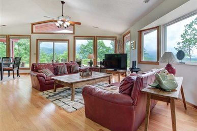 High Cotton, 3 Bedroom, Hot Tub, Mountain View, Pet Friendly, Sleeps 6