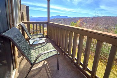 High Chalet, 2 Bedrooms, Pool Access, Amazing View, Wifi, Sleeps 6