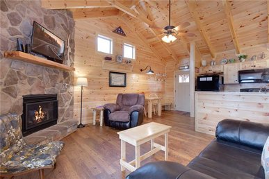 Always, 1 Bedroom, Hot Tub, Jetted Tub, Fireplace, Wifi, Sleeps 2