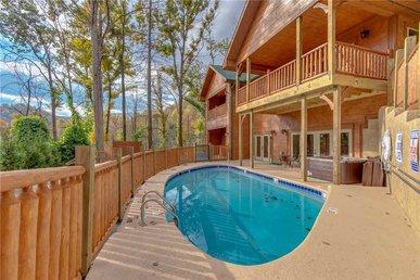 Smoky Mountain Splash, 6 Bedroom, Private Pool, Wifi, Pool Table, Sleeps 18