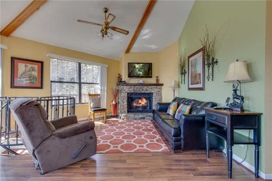 Smoky Mountain Dreams, 3 Bedrooms, Pool Access, Hot Tub, Wifi, Sleeps 9