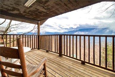 Leconte View 2, 1 Bedroom, Mountain Views, Pool Table, Sleeps 2