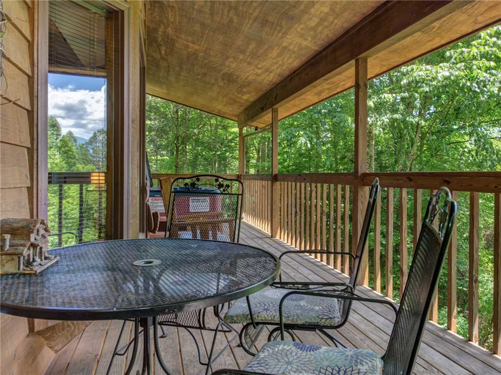 Photo of a Gatlinburg Cabin named Between Here & There - This is the twenty-first photo in the set.