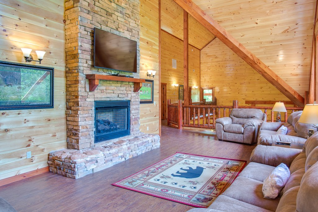 Photo of a Pigeon Forge Cabin named Sherwood Splash Lodge - This is the fifth photo in the set.