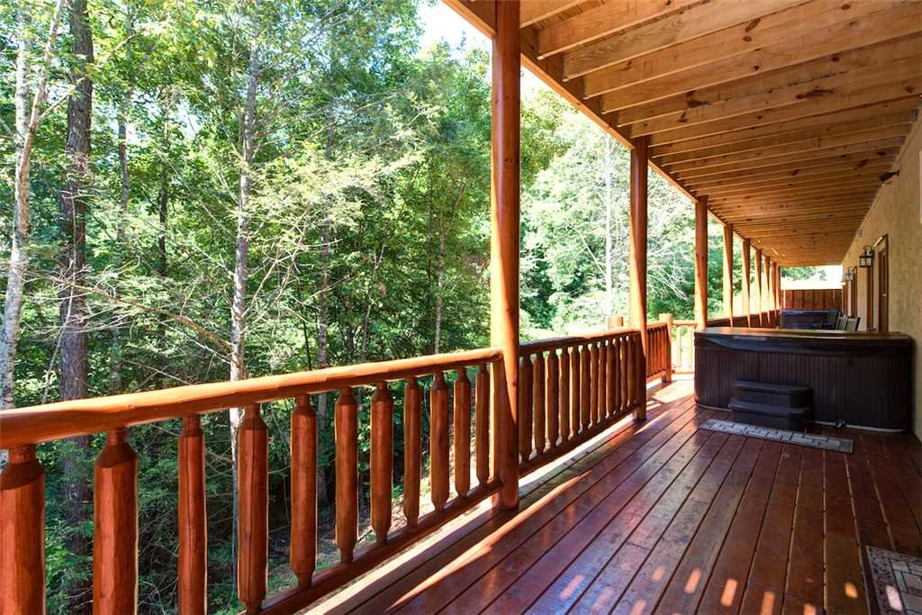 Photo of a Pigeon Forge Cabin named Sherwood Splash Lodge - This is the fortieth photo in the set.