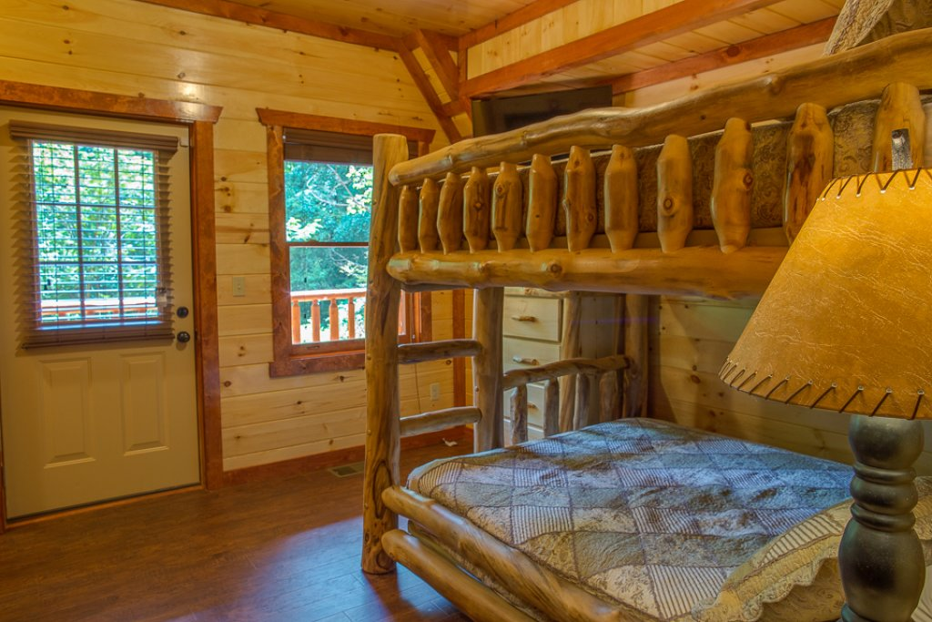 Photo of a Pigeon Forge Cabin named Sherwood Splash Lodge - This is the thirty-third photo in the set.
