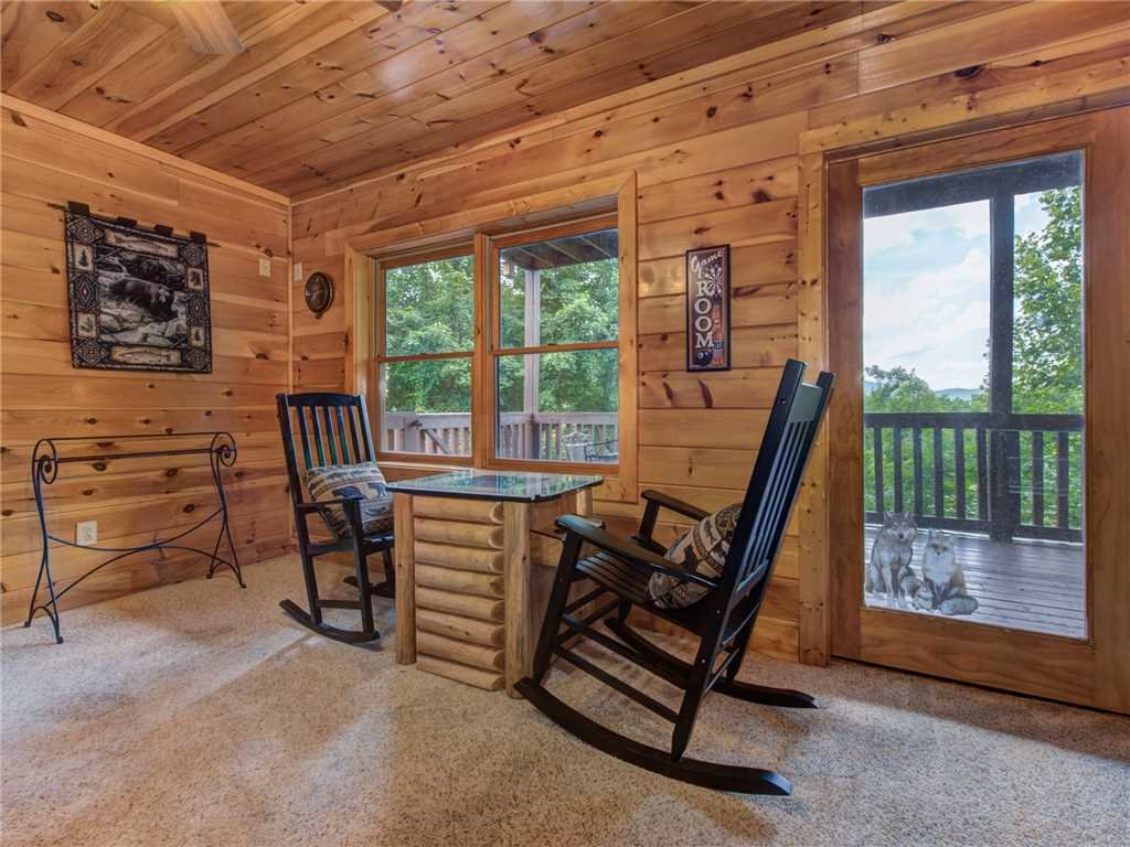 Photo of a Sevierville Cabin named Lookout Ridge - This is the twenty-eighth photo in the set.