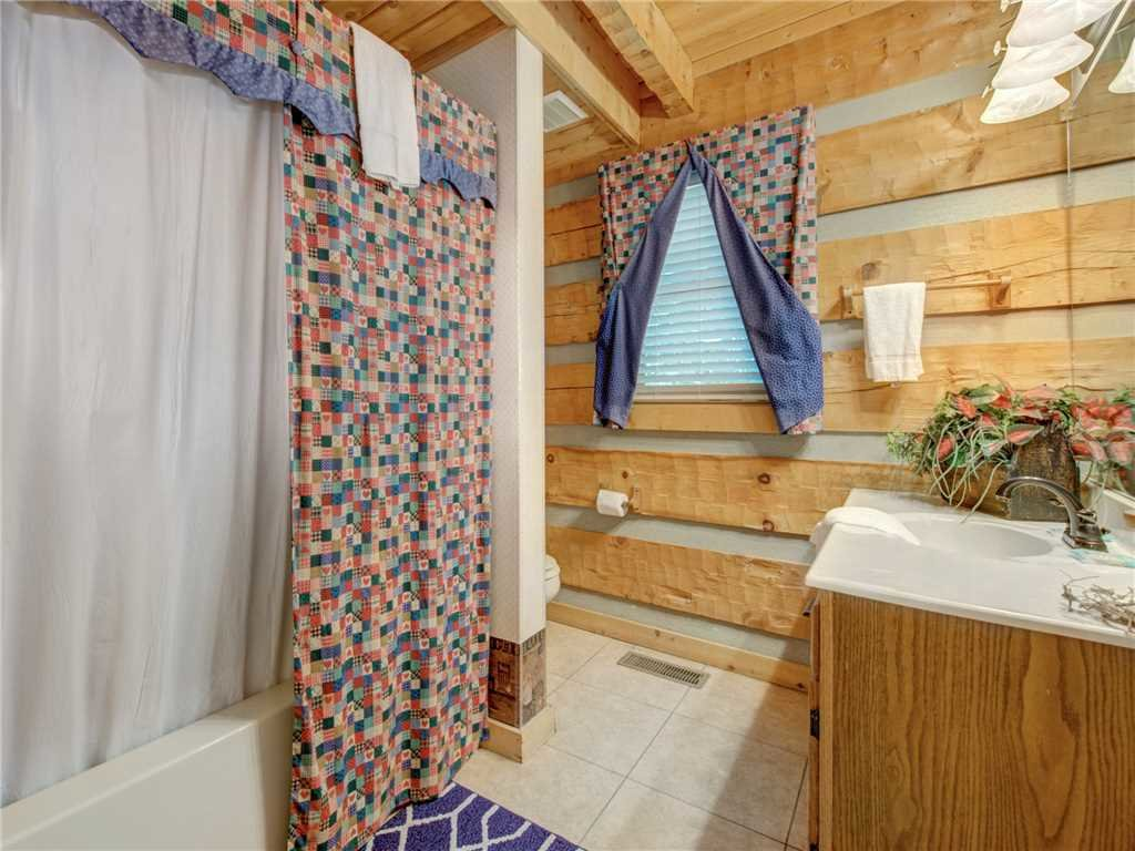 Photo of a Sevierville Cabin named Somewhere A Place For Us - This is the seventeenth photo in the set.