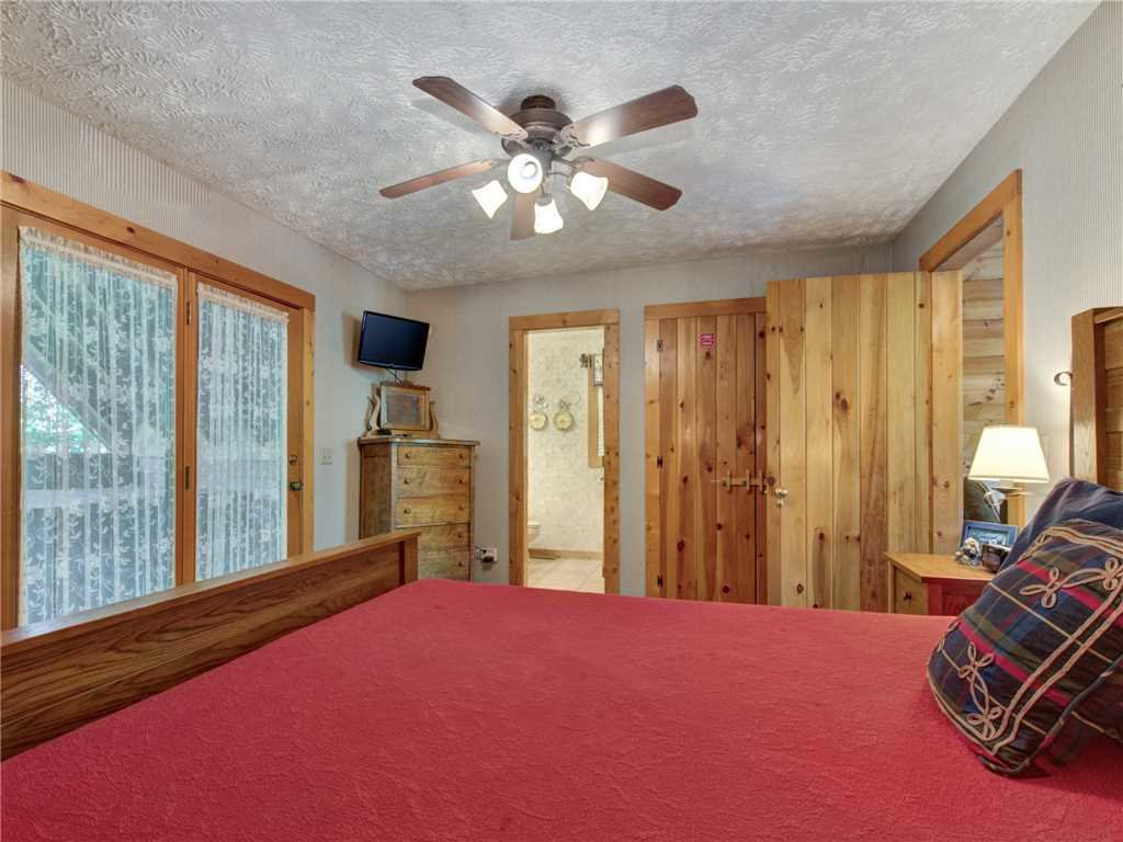 Photo of a Sevierville Cabin named Somewhere A Place For Us - This is the twenty-second photo in the set.