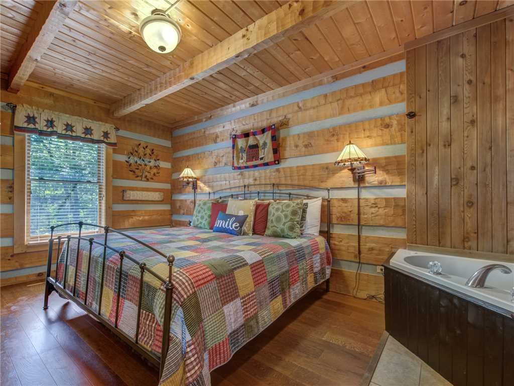 Photo of a Sevierville Cabin named Somewhere A Place For Us - This is the fourteenth photo in the set.