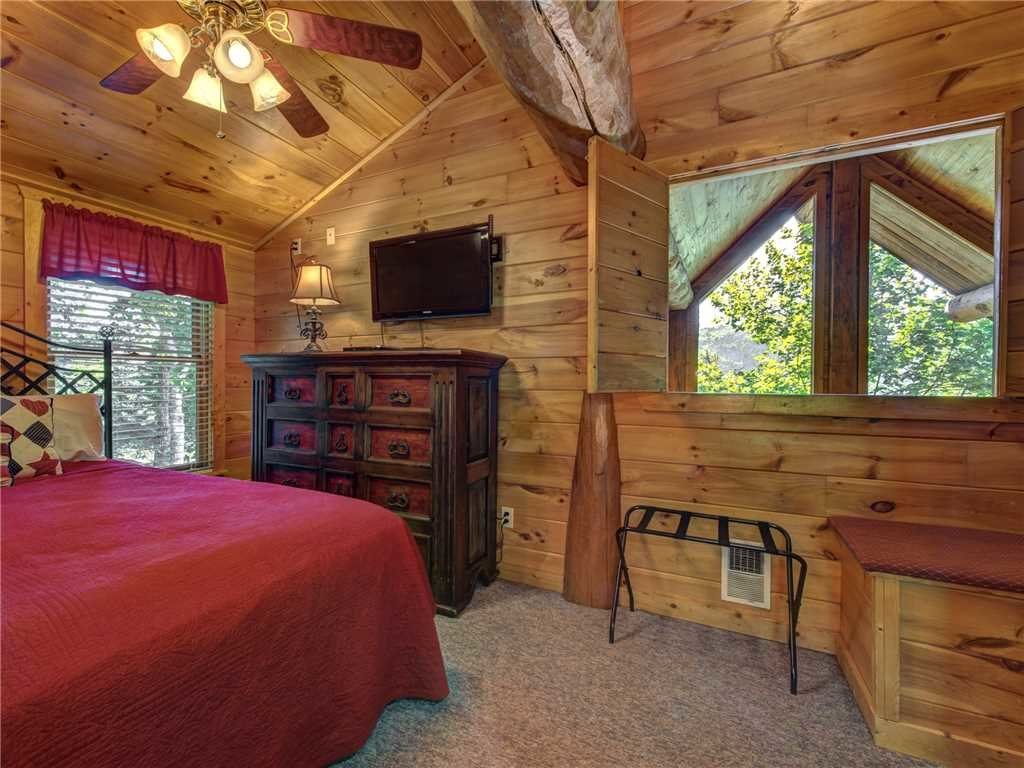 Photo of a Gatlinburg Cabin named American Heritage - This is the eighteenth photo in the set.