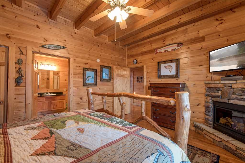 Photo of a Sevierville Cabin named Having A Blast - This is the twentieth photo in the set.