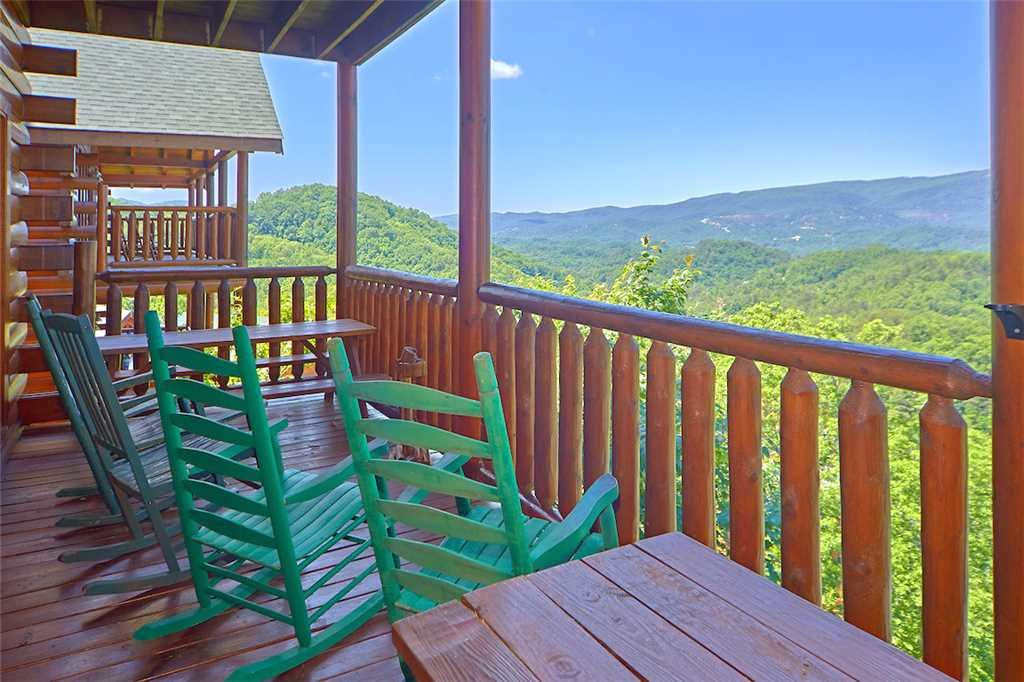 Photo of a Sevierville Cabin named Having A Blast - This is the second photo in the set.