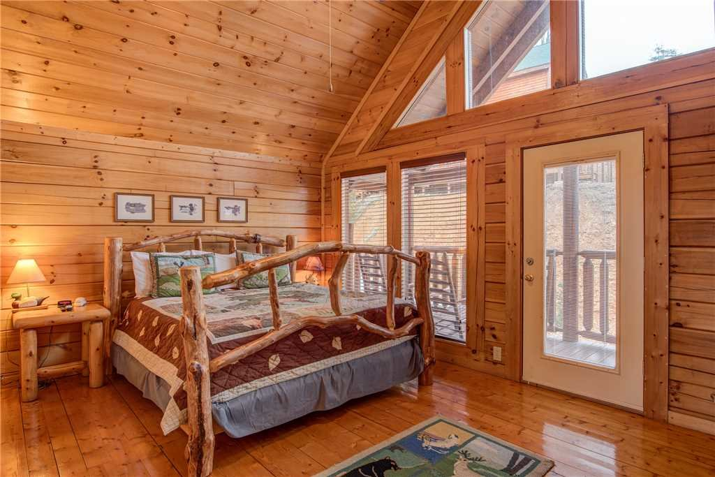 Photo of a Sevierville Cabin named Having A Blast - This is the thirtieth photo in the set.