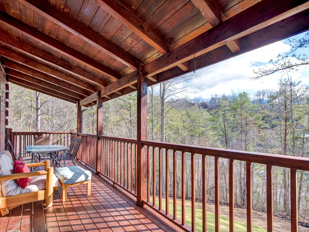 Photo of a Gatlinburg Cabin named Black Bear Hideaway - This is the third photo in the set.